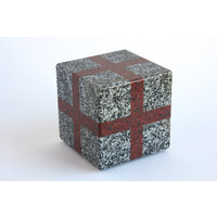 Cube (Grey / Red)
